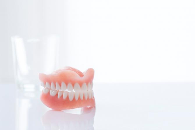 Kāds zobu protēžu veids ir piemērots tieši jums?
