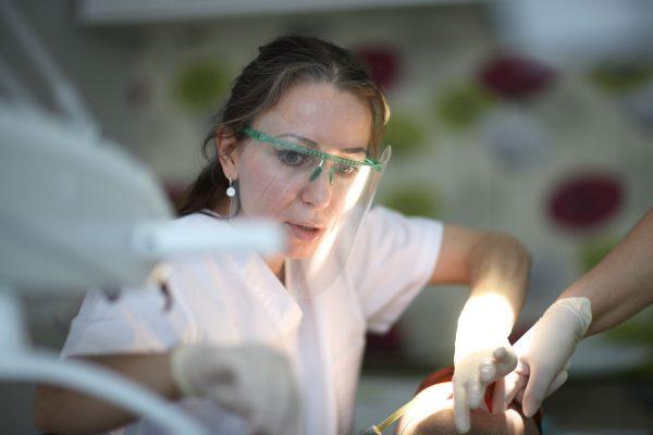 Качественное протезирование зубов по разумной цене